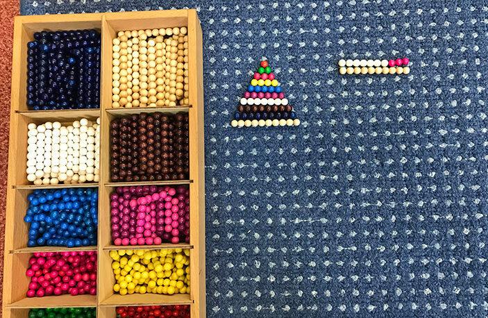 Bunter Perlenkasten - Montessori-Material