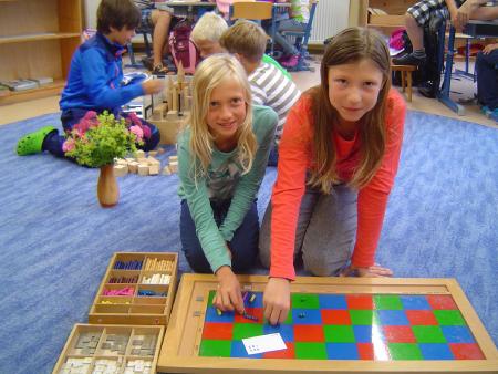Arbeite mit Montessori-Materialien