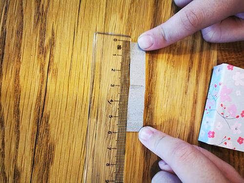 Ideales Maß für den Steg in der Zündholzschachtel sind 6 cm in der Länge und 1 cm in der Breite.